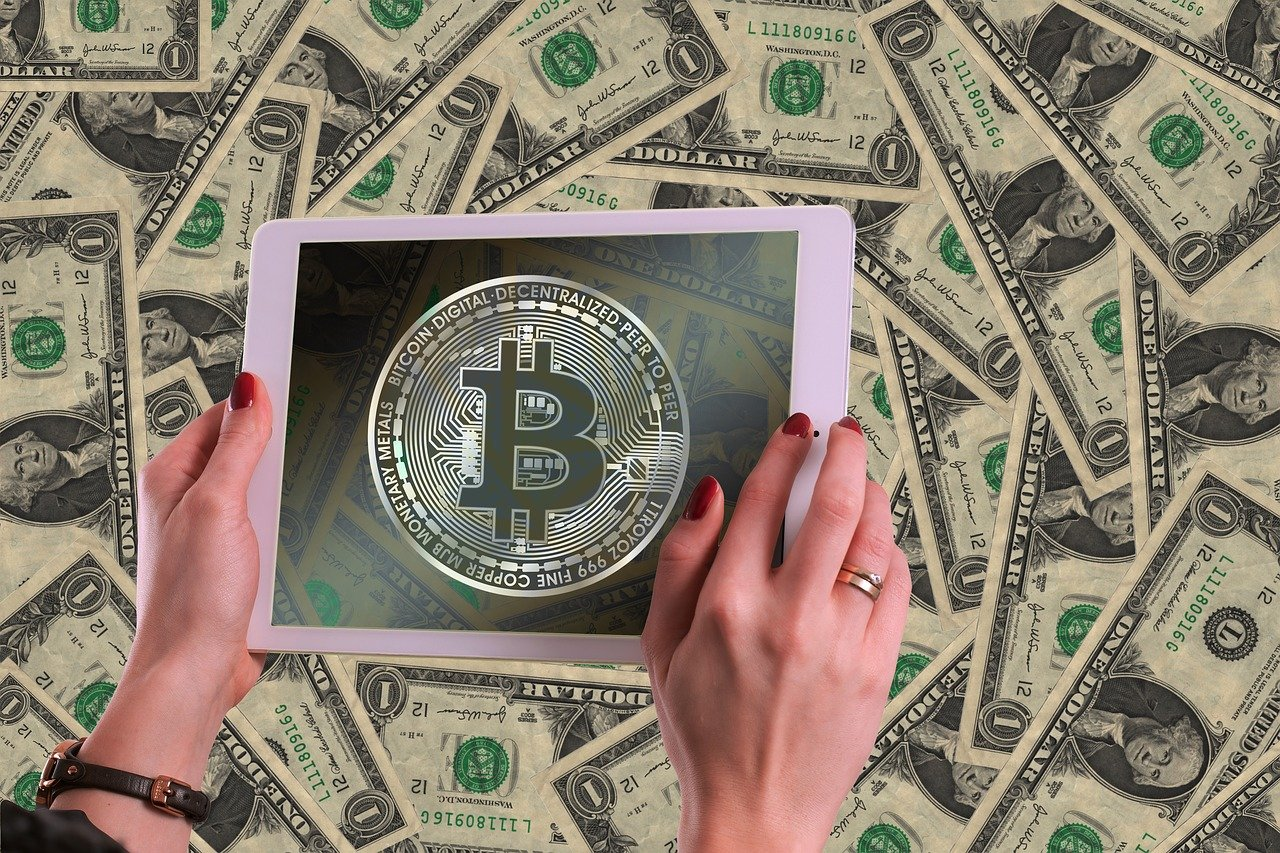 Gold or Bitcoin – Where can you park your funds?
