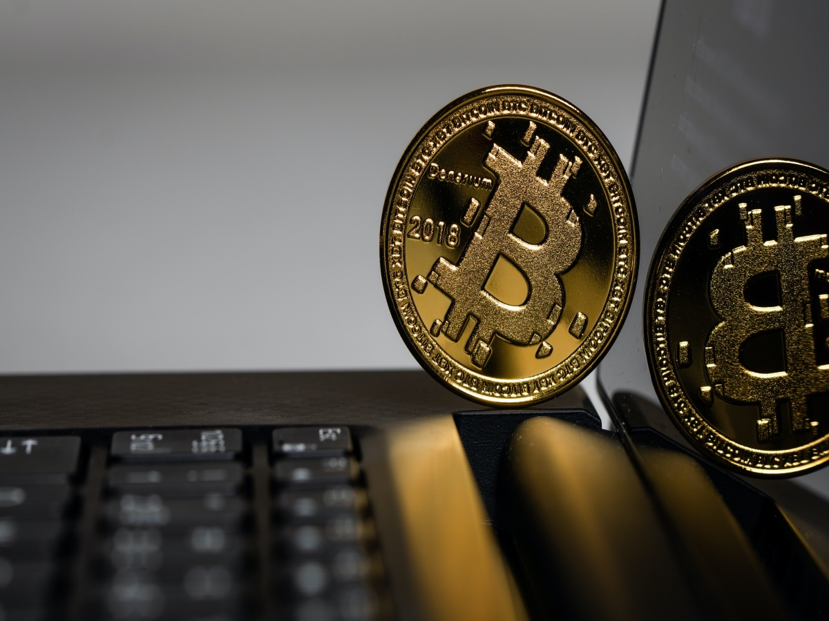 How differently do traders see the Bitcoin v. altcoins debate